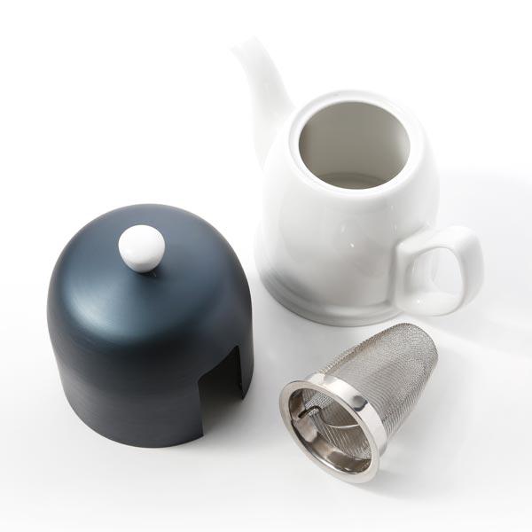 ステンレス製の茶こしつき。